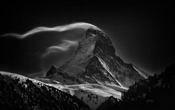 1sze Miejsce. Kategoria: Miejsca. Matternhorn w blasku księżyca. Autor: Nenad Saljic